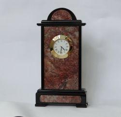 Часы из таганайского авантюрина.