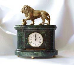 Часы со львом.